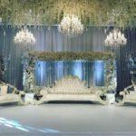 kroonluchters als decoratie aziatische bruiloft